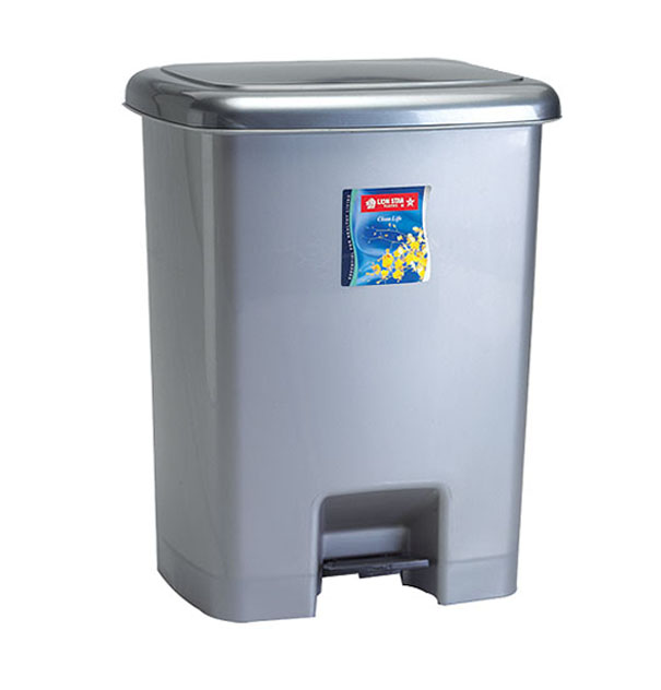 C-32 Square Step on Dustbin 25 Litres Clean